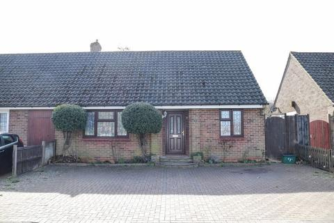 2 bedroom semi-detached bungalow to rent - Lacey Green, Coulsdon