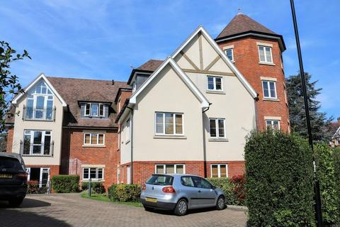 2 bedroom apartment to rent - Woodcote Valley Road, Purley