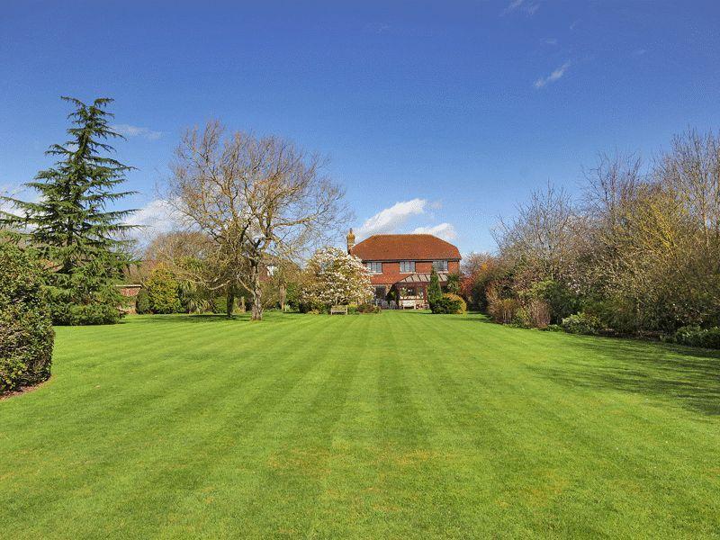 5 Bedrooms Detached House for sale in Nash Lane, Scaynes Hill, West Sussex