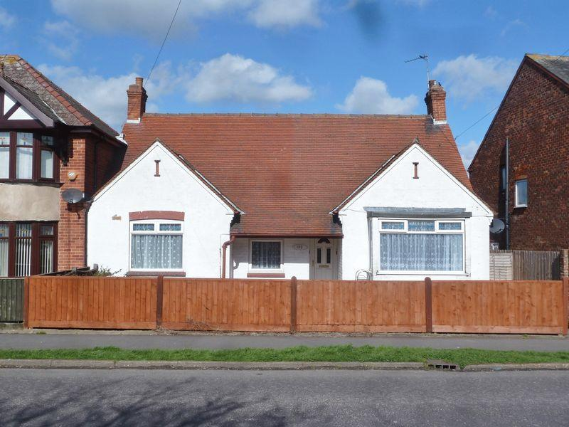 3 Bedrooms Bungalow for sale in Wainfleet Road, Skegness