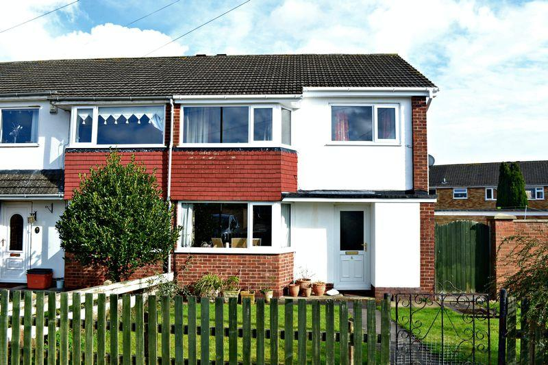 3 Bedrooms Semi Detached House for sale in Minnow Close, Grimsby