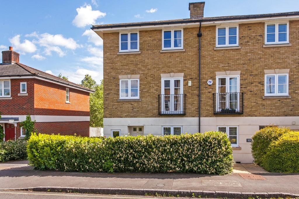 4 Bedrooms Apartment Flat for sale in Cornes Close, Winchester, SO22
