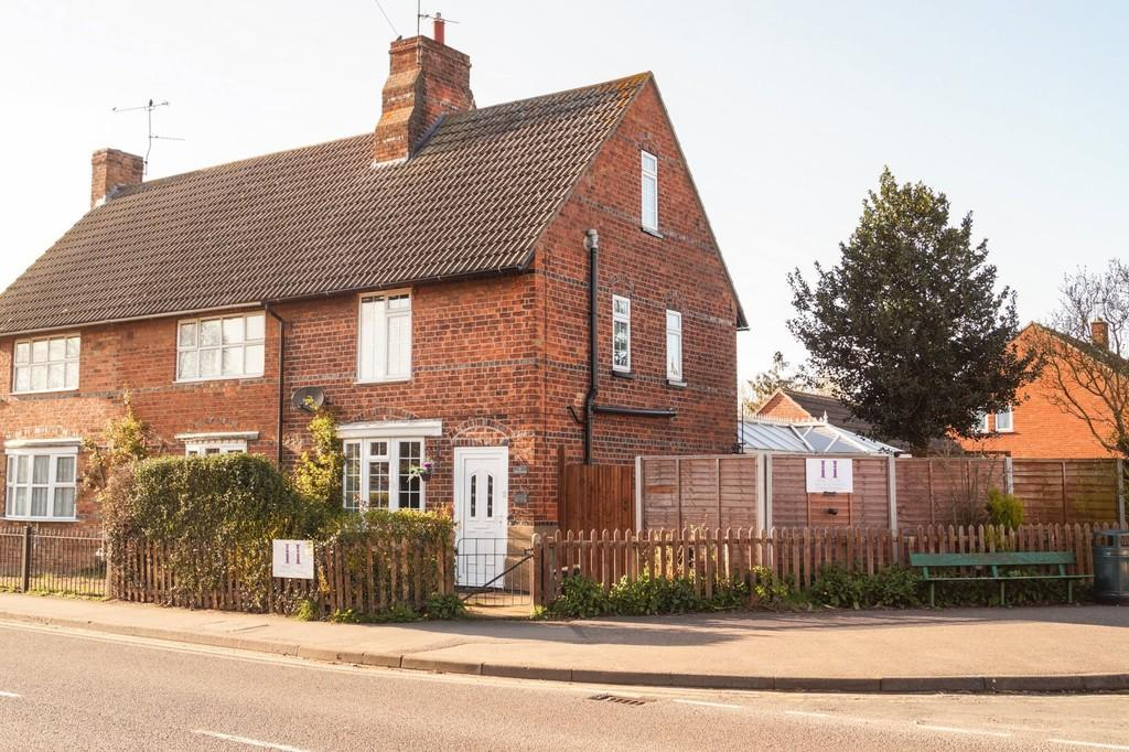 3 Bedrooms Semi Detached House for sale in High Street, Tattershall, Lincoln