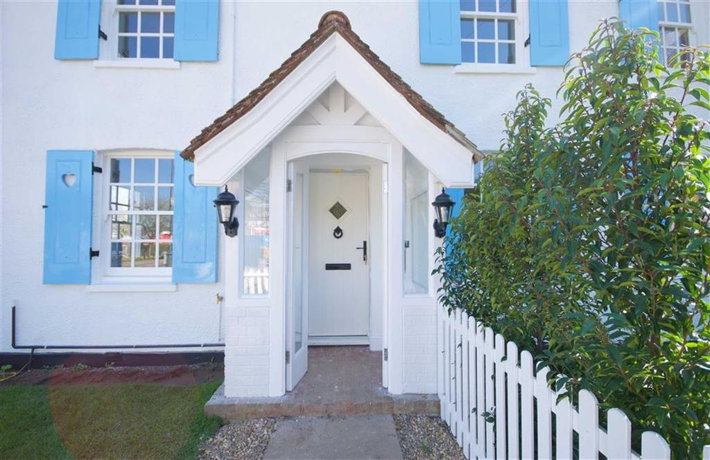 3 Bedrooms Semi Detached House for sale in London Road, Shenley