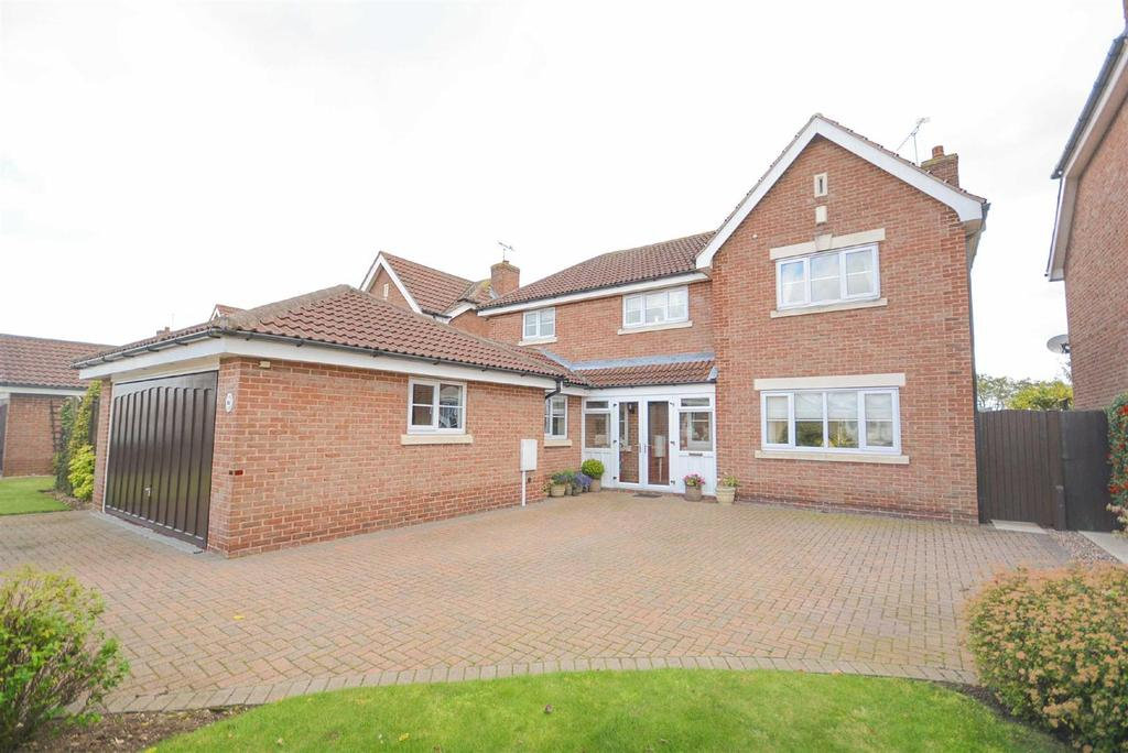 4 Bedrooms Detached House for sale in High Meadow, Tollerton, Nottingham