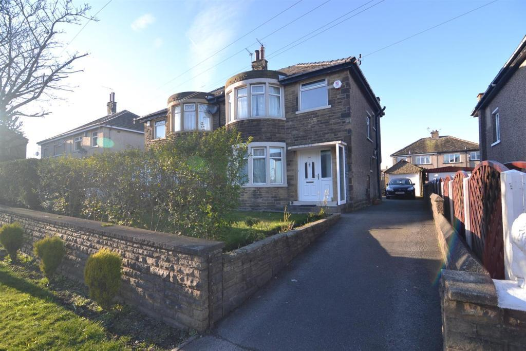 3 Bedrooms Semi Detached House for sale in Highgate Road, Clayton Heights, Bradford, BD13 1EL