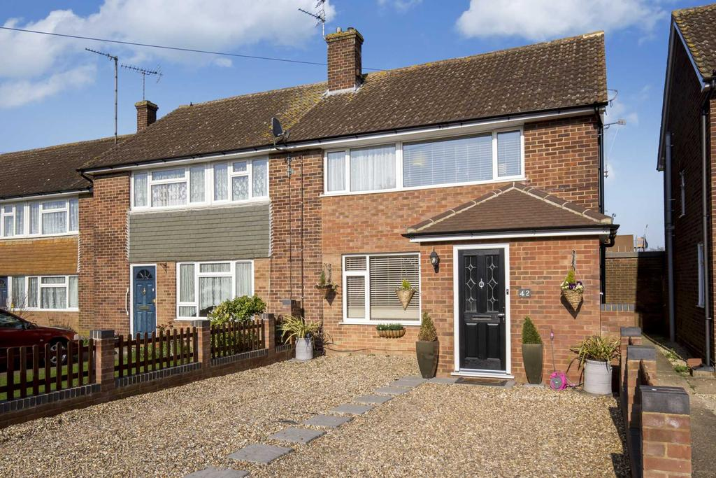 3 Bedrooms Semi Detached House for sale in Glebe Close, Pitstone