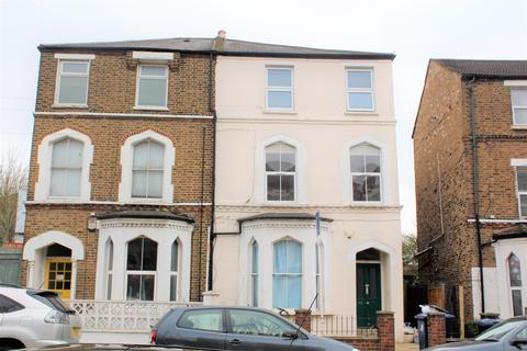 3 bedroom flat to rent - York Road, Acton, London W3