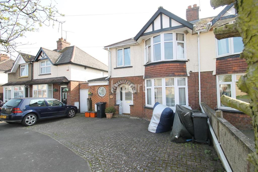3 Bedrooms Semi Detached House for sale in Copse Ave