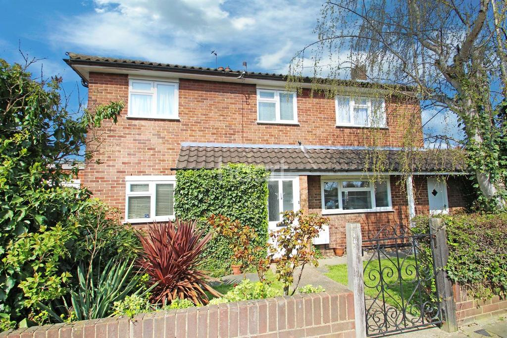 3 Bedrooms Semi Detached House for sale in Pettits Close, Marshalls Park