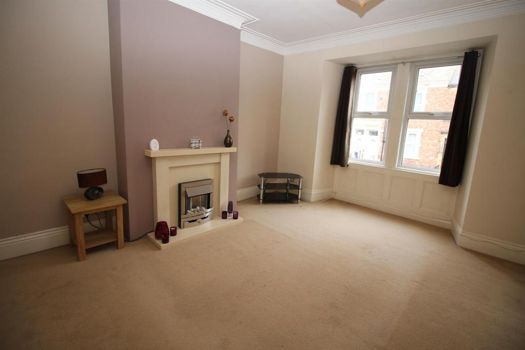 4 Bedrooms Maisonette Flat for sale in Brinkburn Avenue, Gateshead