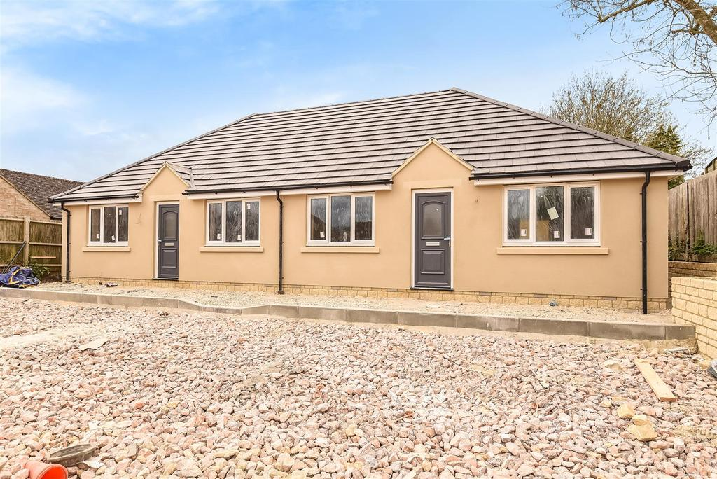 2 Bedrooms Semi Detached Bungalow for sale in Hailey Road, Witney