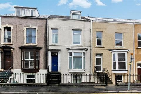 3 bedroom flat to rent - King Edward Road