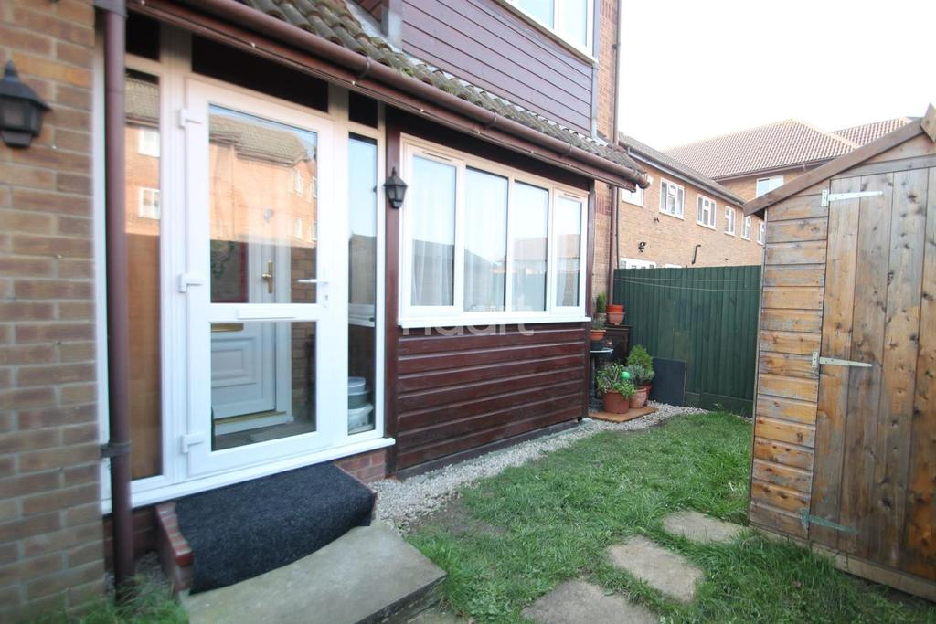 Studio Flat for sale in Frobisher Road, Erith, DA8