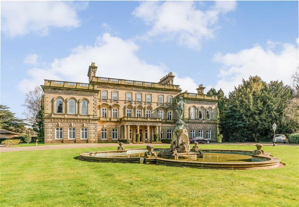 3 Bedrooms Apartment Flat for sale in Little Aston Hall, Sutton Coldfield
