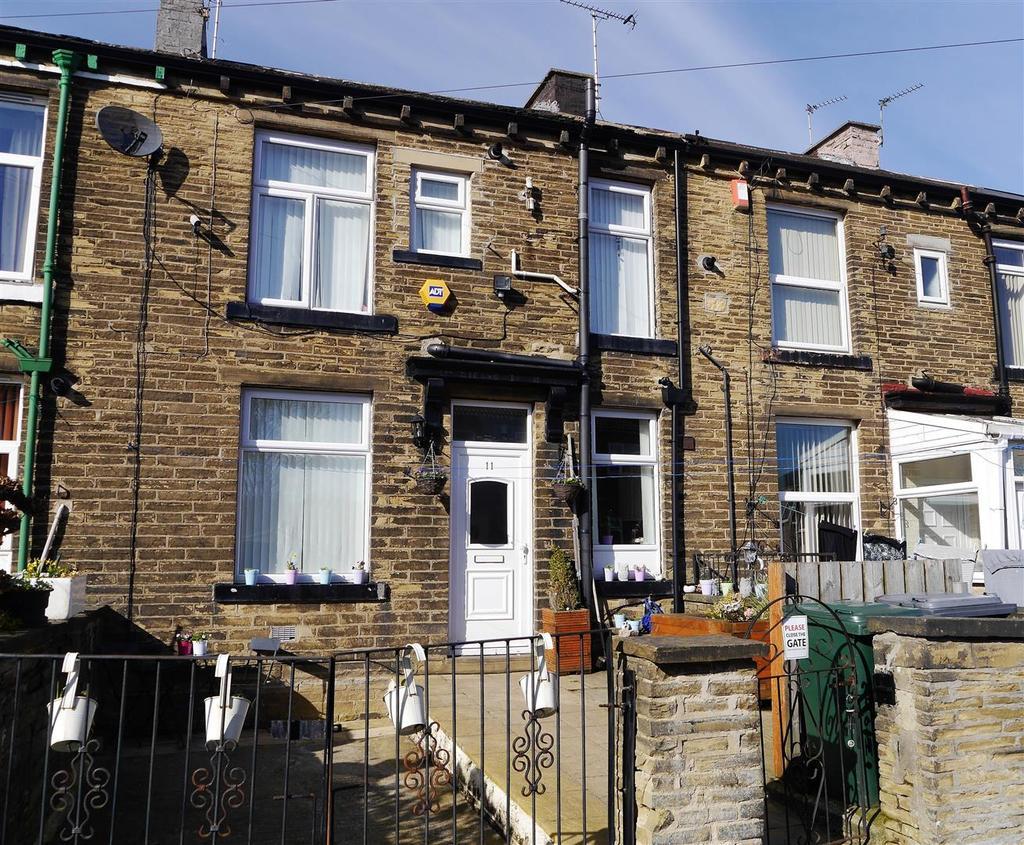 3 Bedrooms Terraced House for sale in Crestville Terrace, Clayton, Bradford, BD14 6DT