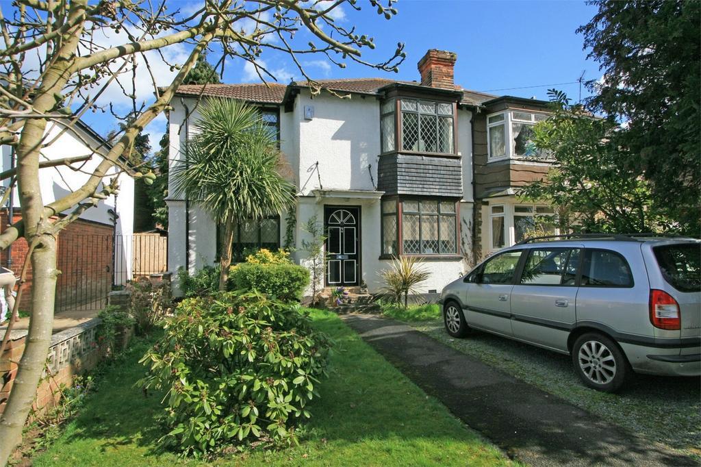 3 Bedrooms Semi Detached House for sale in Calmont Road, Bromley, Kent