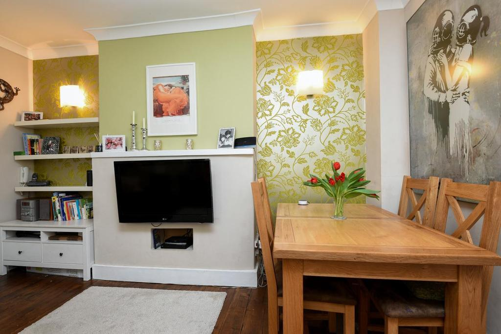 2 Bedrooms Maisonette Flat for sale in Gilbey Road, Tooting, SW17
