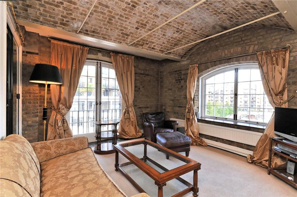 2 Bedrooms Flat for sale in Ivory House, East Smithfield, Wapping, London, E1W