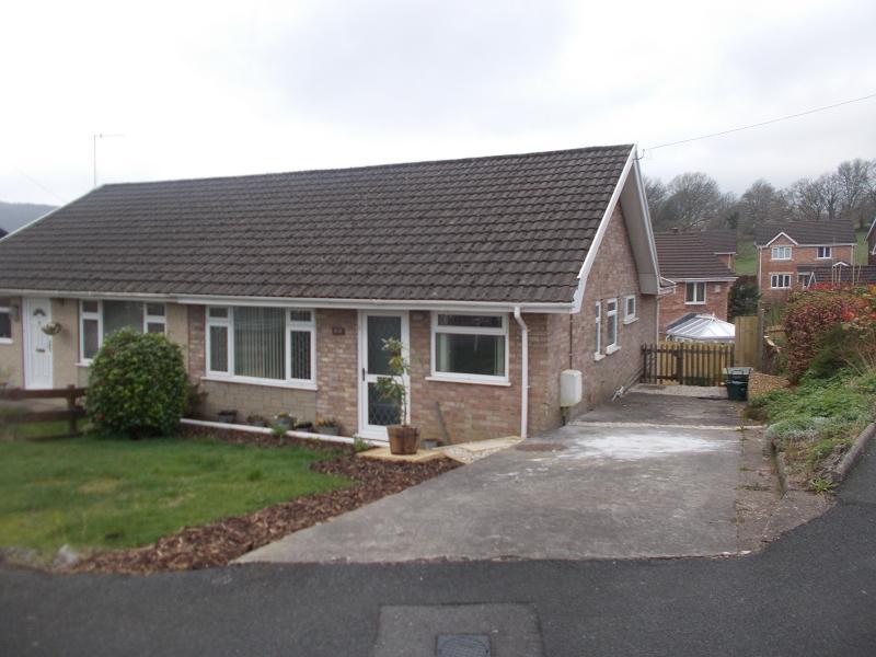 3 Bedrooms Semi Detached House for sale in Delffordd , Rhos, Pontardawe, Swansea, City County of Swansea.