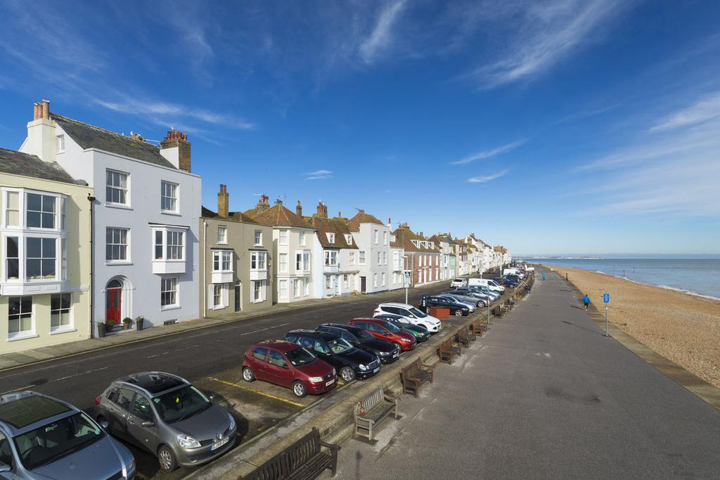 5 Bedrooms Town House for sale in Beach Street, Deal