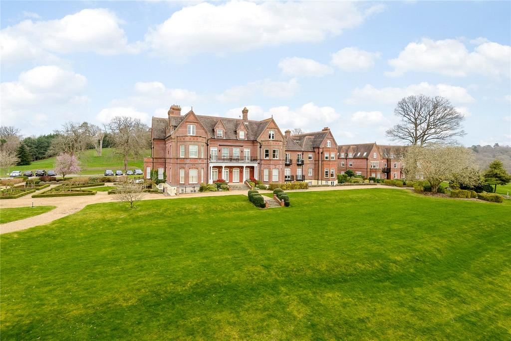 3 Bedrooms Flat for sale in Enton Hall, Enton, Godalming, Surrey
