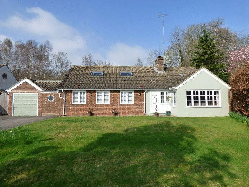 4 Bedrooms Bungalow for sale in Top Street, Bolney, West Sussex