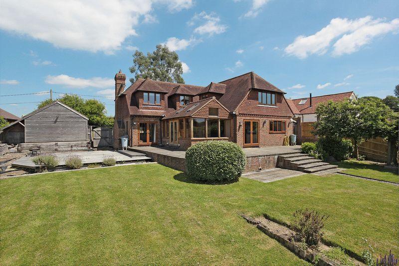 4 Bedrooms Detached House for sale in Chapel Lane, Blackboys, East Sussex