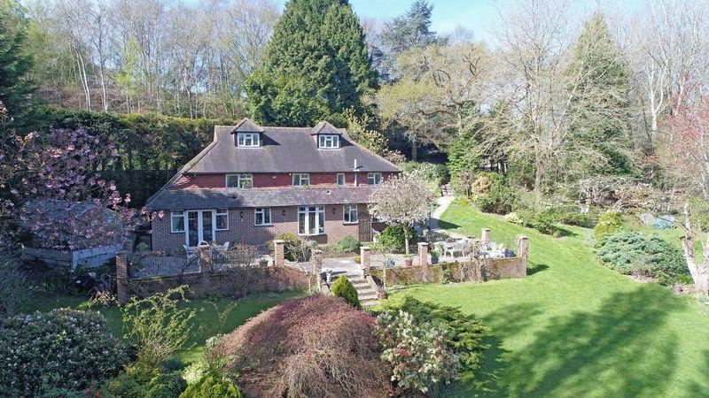 4 Bedrooms Detached House for sale in Redbrook Lane, Buxted, East Sussex