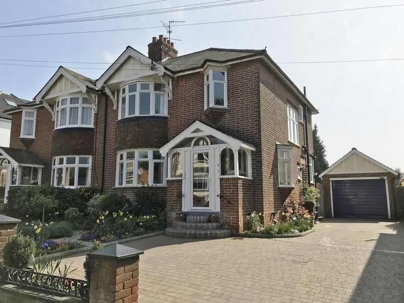 3 Bedrooms Semi Detached House for sale in Hart Road, Old Harlow, Essex