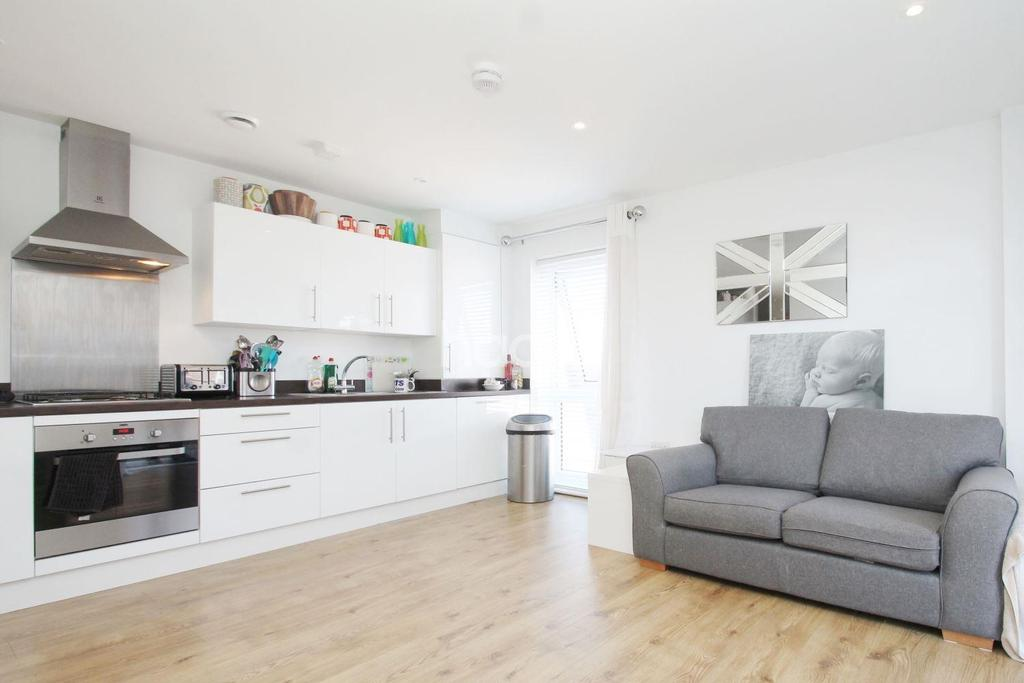 2 Bedrooms Flat for sale in Ridge Place, Orpington