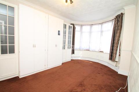 4 bedroom end of terrace house to rent - Dersingham Avenue, E12
