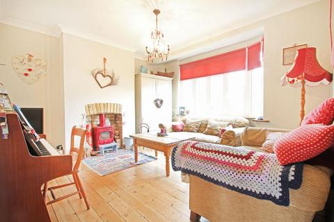 3 bedroom end of terrace house for sale - Woodfield Drive, Gidea Park