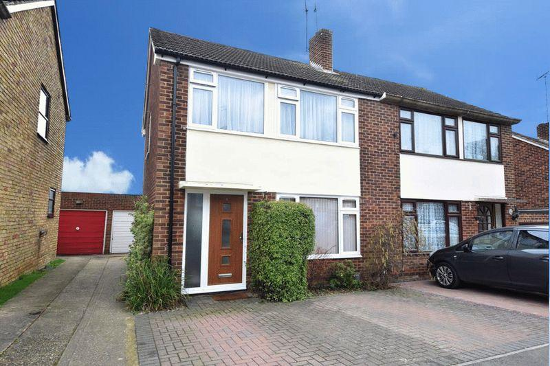 3 Bedrooms Semi Detached House for sale in Roseholme, Maidstone