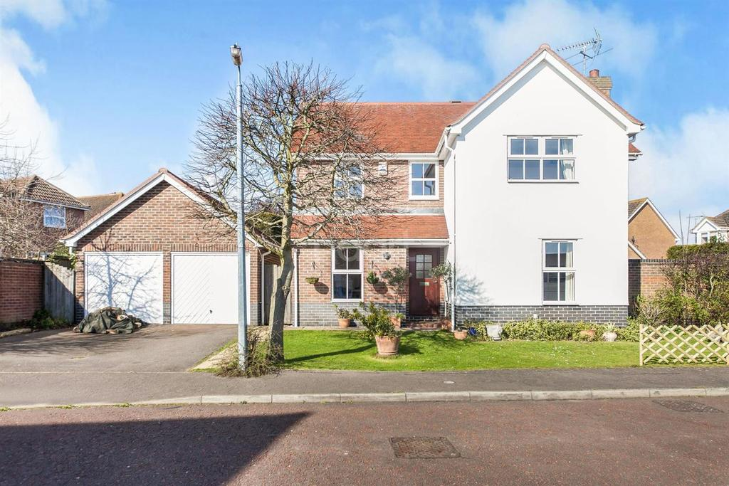 4 Bedrooms Detached House for sale in Sawkins Close, Langenhoe, CO5