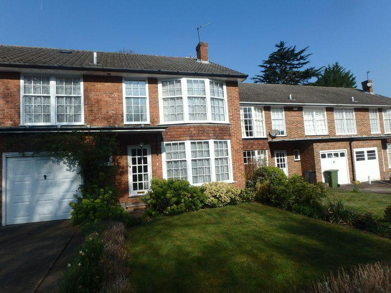 4 Bedrooms Terraced House for sale in Highridge Close, Epsom