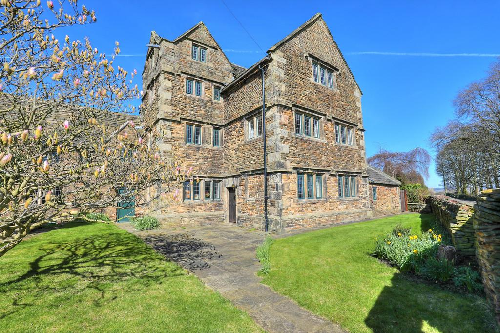 5 Bedrooms Manor House Character Property for sale in Cutthorpe, Derbyshire