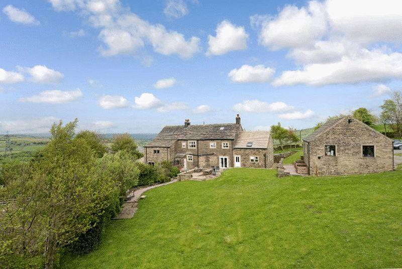 5 Bedrooms Equestrian Facility Character Property for sale in Pike Law Farm, Long Gate, Rishworth, HX6 4RG