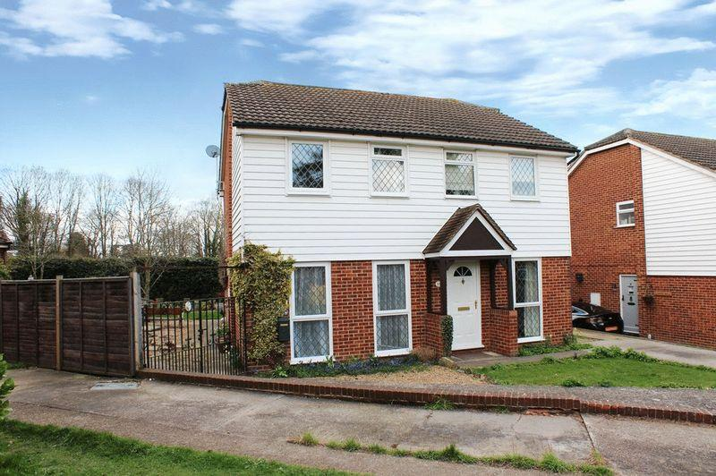 2 Bedrooms Semi Detached House for sale in Doddington Court, Maidstone
