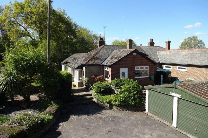 2 Bedrooms Semi Detached Bungalow for sale in Matfield