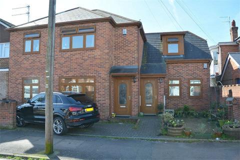 2 bedroom flat for sale - Coronation Avenue, Bournemouth, Dorset