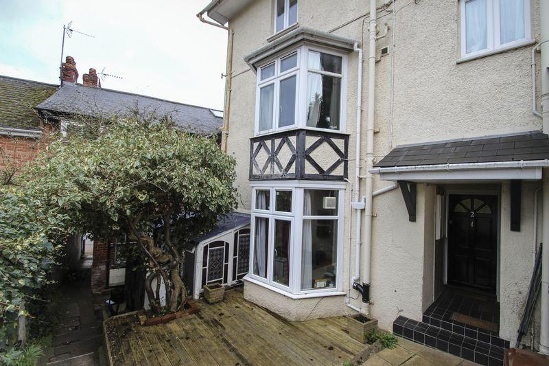2 Bedrooms Terraced House for sale in 2 Albert Place, Crediton