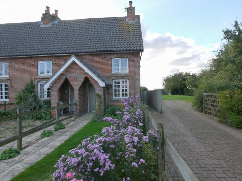 2 Bedrooms Cottage House for sale in 4 Lodge Cottage, Bedfield, Suffolk