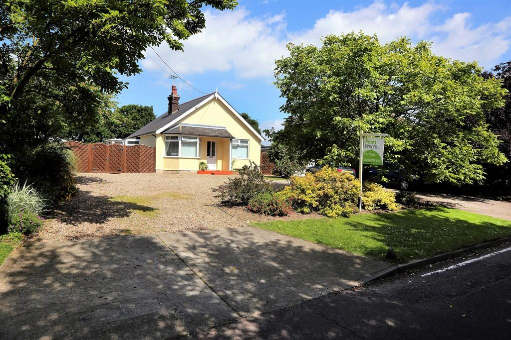 3 Bedrooms Detached Bungalow for sale in Abbotts Lane, Eight Ash Green, West Colchester
