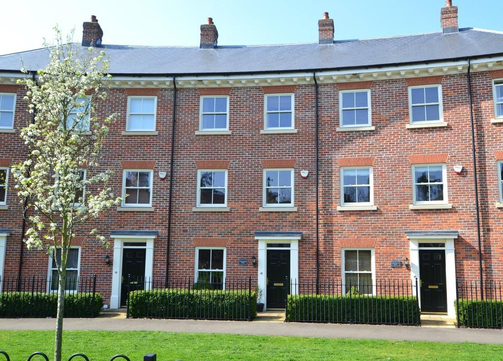 4 Bedrooms Town House for sale in Grosvenor Close, Ipswich