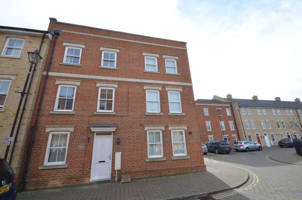 5 Bedrooms Town House for sale in Garland Road, Abbey Fields, Colchester
