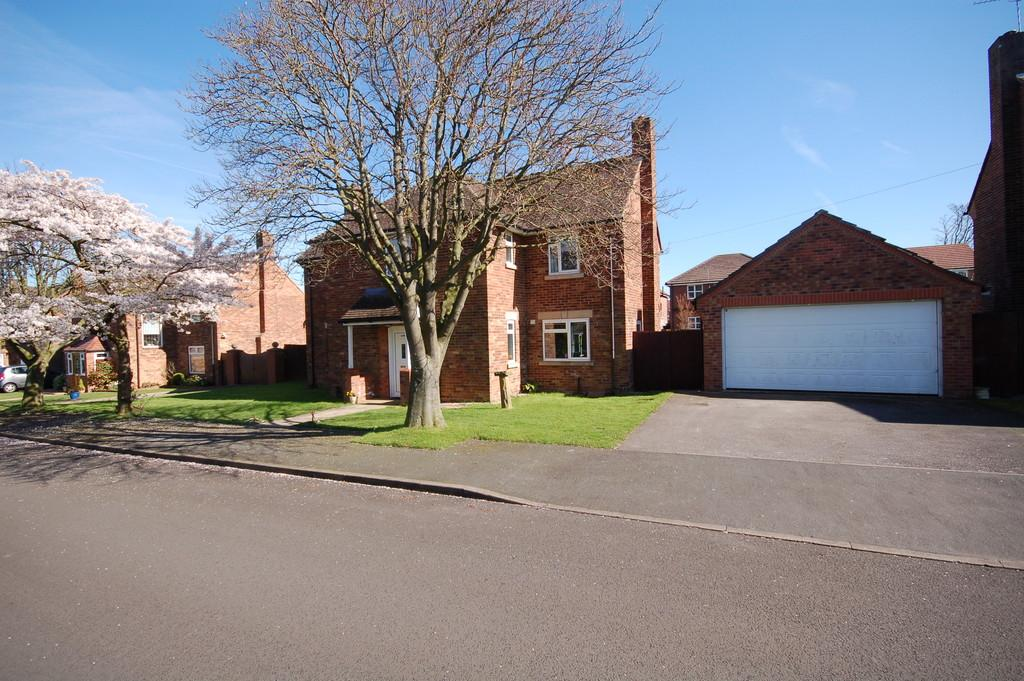4 Bedrooms Detached House for sale in Little Roodee, Hawarden