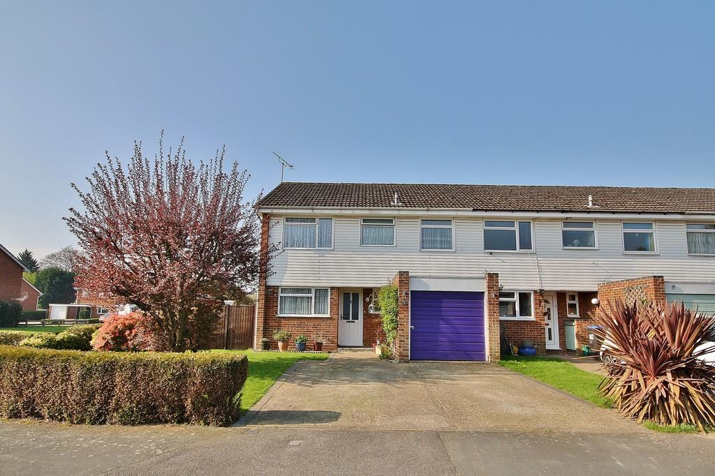 4 Bedrooms End Of Terrace House for sale in Goldsworth Park, Woking