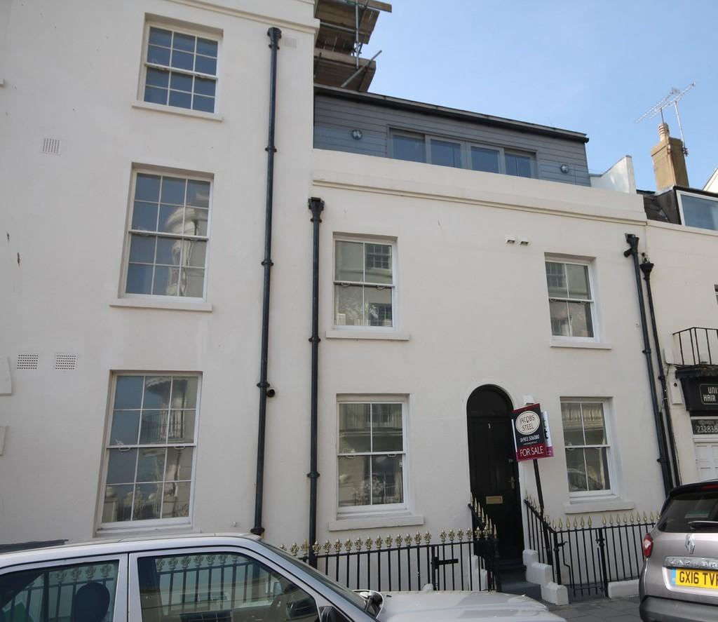 3 Bedrooms Town House for sale in West Buildings, Worthing BN11 3BS