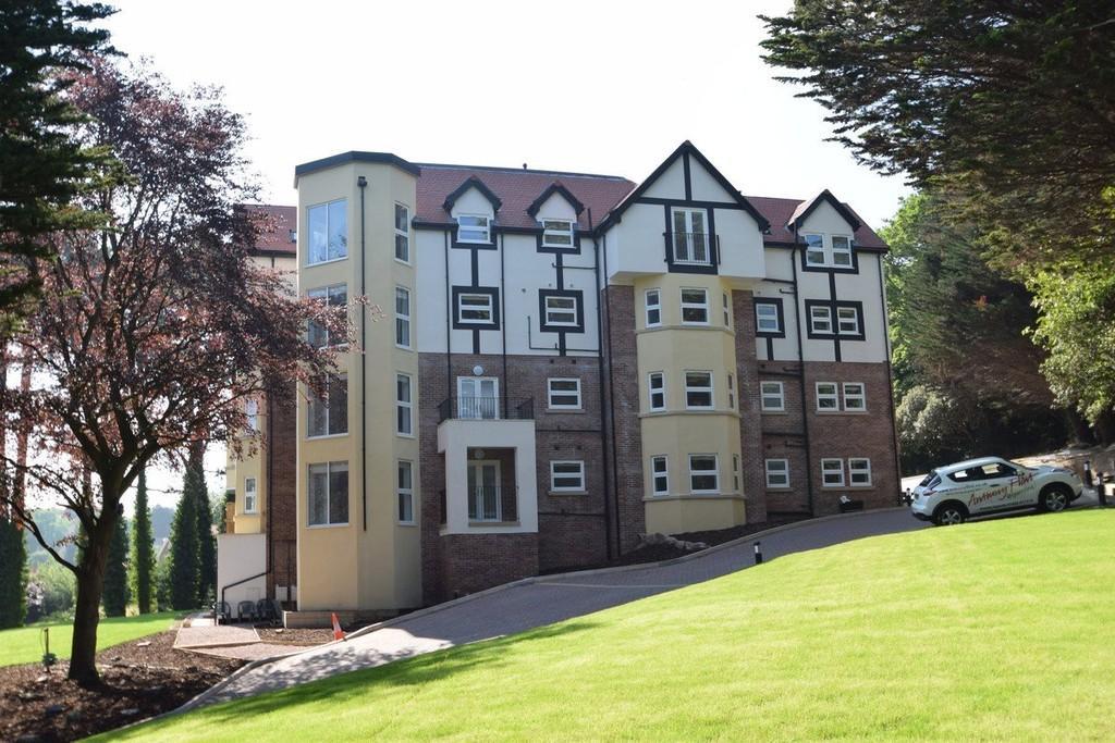 3 Bedrooms Apartment Flat for sale in Oak Drive, Colwyn Bay